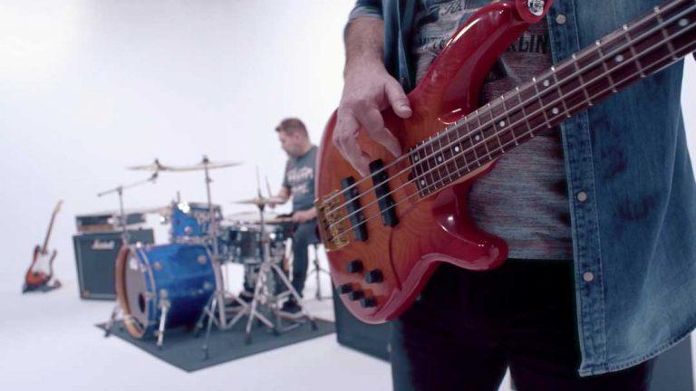 Coopoc---Días-de-Rock-(Videoclip-Oficial).mp4.01_01_02_16